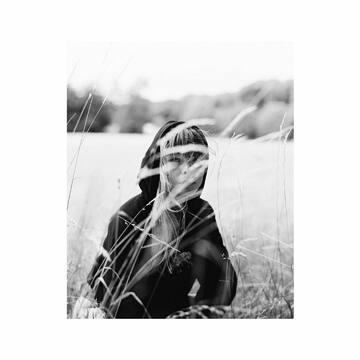 Le Hoodie Rhinocéros Bio  🦏 bentivoglio-paris.com Ou sur @lonedesignclub  🖤 Photographe : @_pwk  Assistante photographe : @paulinenogues  Mua : @gaelle_bonnot_mua  Model : @cassandrehumbert  🦏 #bentivoglio_paris #hoodie #ethicalfashion #sustainablefashion #organicfashion #organic #fashion #lonedesignclub #shoptheclub #supportindependent #independentbrand #onlinestore #photography #argentique